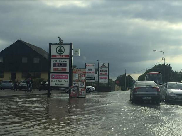 A major break in the main public water supply scheme from Killarney to Tralee caused the damage which occurred in the Deerpark area