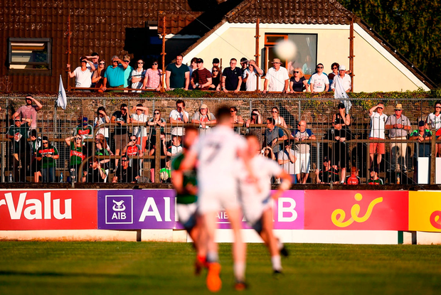 With capacity limited to 8,400 in Newbridge last Saturday, innovative Kildare supporters used alternative methods to catch a glimpse at the much-anticipated Round 3 qualifier against Mayo. Photo: Stephen McCarthy/Sportsfile