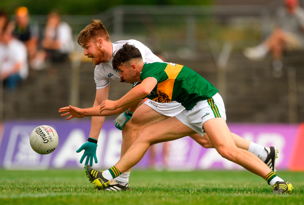 Nathan Sherry of Kildare in action against Lee Donoghue of Kerry. Photo by Piaras Ó Mídheach/Sportsfile