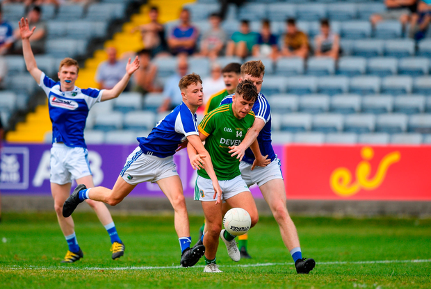 Luke Kelly of Meath is tackled by Niall Carey, left, and Sean Micheal Corcoran of Laois. Photo by Eóin Noonan/Sportsfile