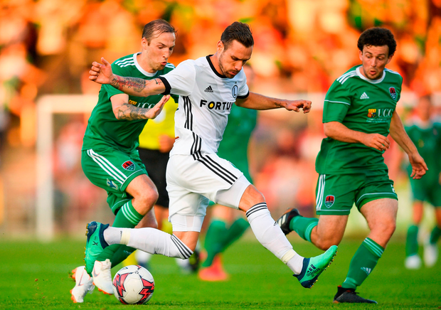 Marko Vesovic of Legia Warsaw in action against Karl Sheppard of Cork City. Photo by Eóin Noonan/Sportsfile