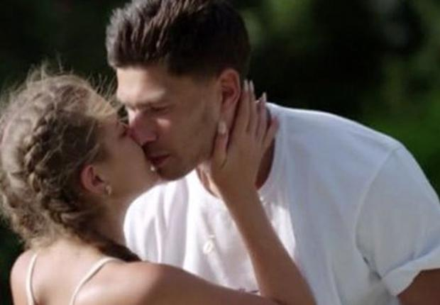 Georgia and Jack's kiss on Love Island, ITV2/3e