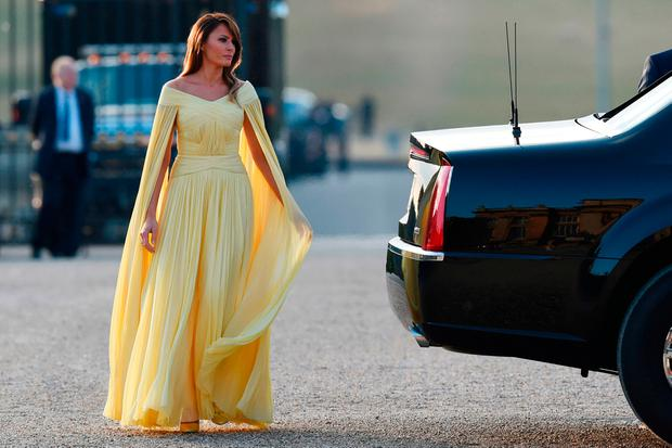 Melania Trump S Caped Yellow Gown At Blenheim Palace Has