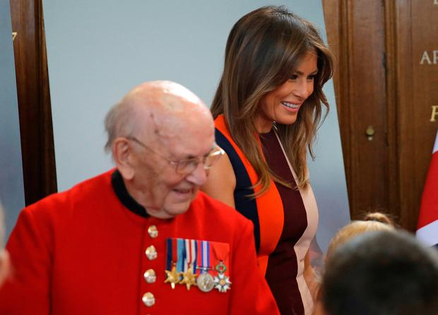 US First Lady Melania Trump, meets Chelsea Pensioners during a visit to the Royal Hospital, Chelsea, London. Photo. Picture date: Friday July 13, 2018. Photo: Luca Bruno/PA Wire