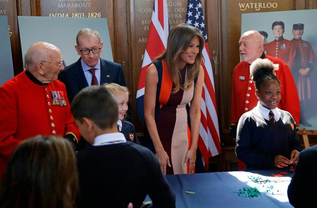 US First Lady Melania Trump, meets Chelsea Pensioners during a visit to the Royal Hospital, Chelsea, London. PRESS ASSOCIATION Photo. Picture date: Friday July 13, 2018. Photo: Luca Bruno/PA Wire