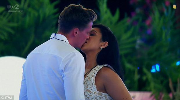 1516b71d61c9 Dr Alex kisses Alexandra after she chooses him in the Love Island recoupling