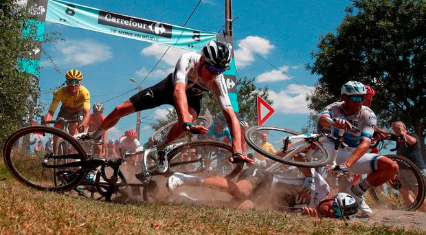 Froome and Martin survive carnage as Tour hits rocks
