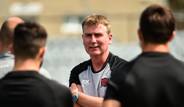 Stephen Kenny speaks with his Dundalk players at training yesterday. Photo: Sportsfile