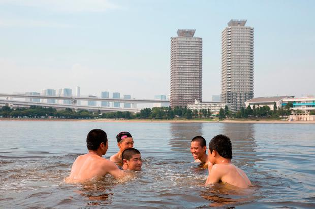 TOKYO, JAPAN - JULY 22: People cool off in Odaiba kaihin park on July 22, 2018 in Odaiba, Tokyo, Japan. (Photo by Yuichi Yamazaki/Getty Images)