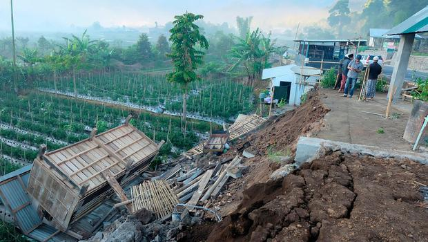 4 magnitude natural disaster in Indonesia kills at least 10