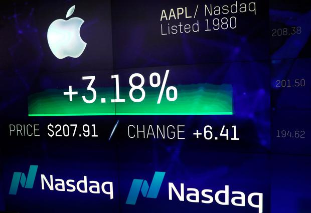 An electronic screen displays the Apple Inc. stock price at the Nasdaq Market Site in New York City. REUTERS/Mike Segar