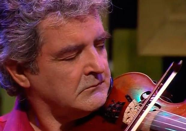 Master fiddle player Tommy Peoples who has died at 70