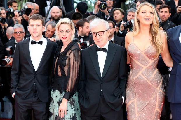 US director Woody Allen (C) poses on May 11, 2016 with (fromL) US actor Jesse Eisenberg, US actress Kristen Stewart and US actress Blake Lively as they arrive for the screening of the film