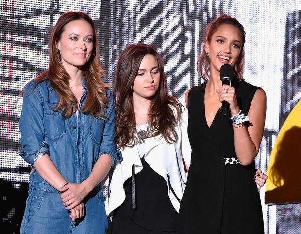 (L-R) Olivia Wilde, Jordan Hewson and Jessica Alba speak onstage at the 2014 Global Citizen Festival to end extreme poverty by 2030 in Central Park on September 27, 2014 in New York City. (Photo by Theo Wargo/Getty Images for Global Citizen Festival)