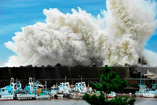 Massive waves breaking against coastal cities could increase according to the American research. Photo: Reuters