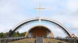 The giant altar on the site where Pope Francis is to give the closing Mass in the Phoenix Park. Photo: Sam Boal/RollingNews.ie