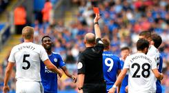 Mike Dean shows Leicester's Jamie Vardy a red card. Photo: Getty Images