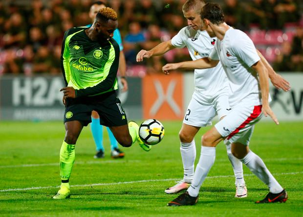 Celtic's Moussa Dembele in action with FK Suduva's Povilas Leimonas and Algis Jankauskas