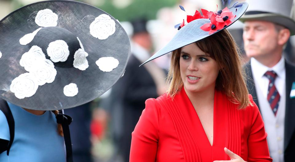 Princess Eugenie of York (R) and Princess Beatrice of York (L) are seen in the Parade Ring as she attends Royal Ascot 2017 at Ascot Racecourse on June 22, 2017 in Ascot, England. (Photo by Chris Jackson/Getty Images)