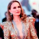 Natalie Portman walks the red carpet ahead of the 'Vox Lux' screening during the 75th Venice Film Festival at Sala Grande on September 4, 2018 in Venice, Italy. (Photo by Vittorio Zunino Celotto/Getty Images)