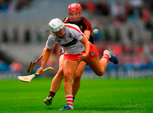 Jennifer Barry of Cork in action against Orlagh Caldwell of Down. Photo by Piaras Ó Mídheach/Sportsfile
