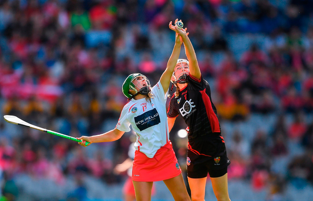 Caroline Sugrue of Cork in action against Catherine Rocks of Down. Photo by Piaras Ó Mídheach/Sportsfile