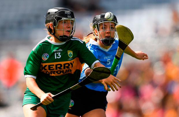 Jessica Fitzell of Kerry in action against Emma Barron of Dublin. Photo by Piaras Ó Mídheach/Sportsfile