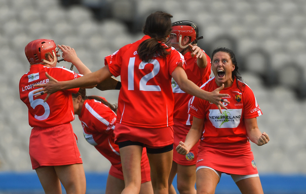 9 September 2018; Gemma O'Connor of Cork, right, celebrates with team mates after the Liberty Insurance All-Ireland Senior Camogie Championship Final match between Cork and Kilkenny at Croke Park in Dublin. Photo by Piaras Ó Mídheach/Sportsfile