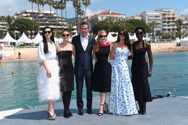 Fan Bingbing, Marion Cotillard, director Simon Kinberg, with actresses Jessica Chastain, Penelope Cruz and Lupita Nyong'o attend the photocall for