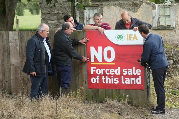 Brendan Stafford, Gerry McCann, Meath IFA Chairman John Curran, Michael McCann, David Farrell & Farm Business Chairman Martin Stapleton putting up a sign on the McCann farm in Meath, opposing the forced sale of the farm which is due to take place in the coming week. Picture: Finbarr O'Rourke