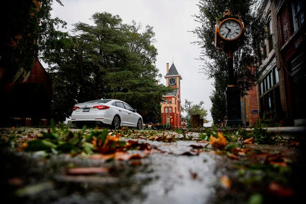 Tree leaves and branches are seen on the street as Hurricane Florence comes ashore in New Bern, North Carolina, U.S., September 13, 2018. REUTERS/Eduardo Munoz