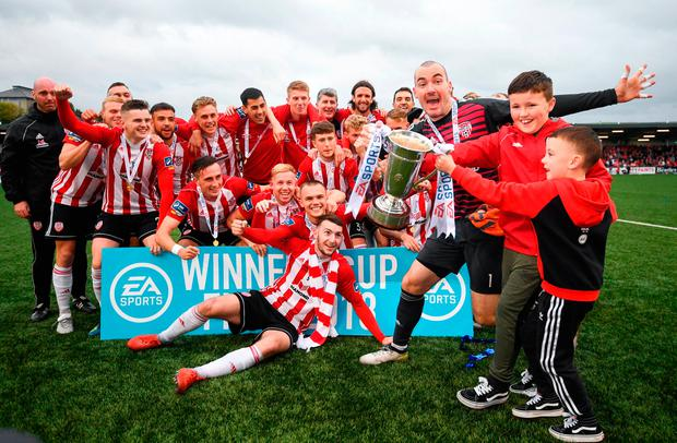 Derry City captain Gerard Doherty and children Lennan and Killian, right, celebrate. Photo by Stephen McCarthy/Sportsfile