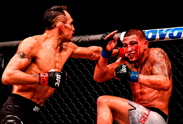Tony Ferguson (left) and Anthony Pettis underline the brutality of the sport during the undercard. Photo: Stephen McCarthy/Sportsfile