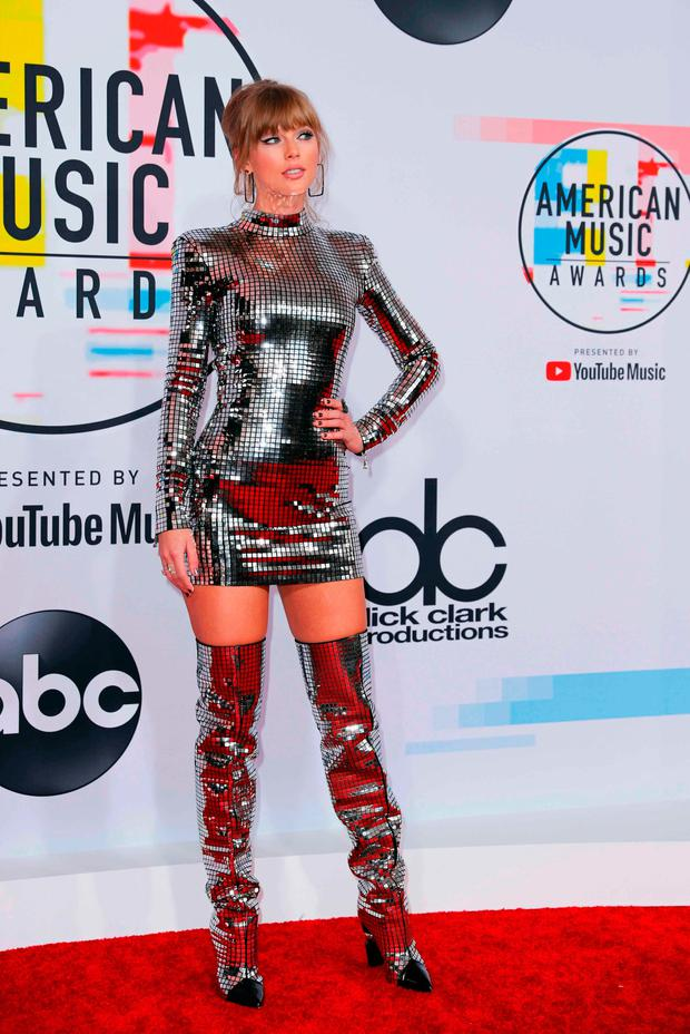 2018 American Music Awards – Arrivals – Los Angeles, California, U.S., 09/10/2018 – Taylor Swift poses. REUTERS/Mike Blake