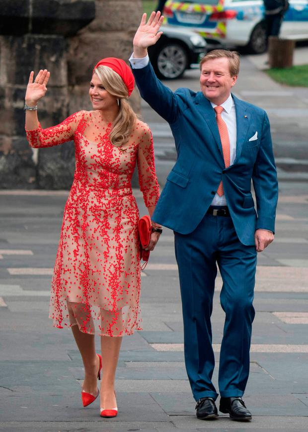 Queen Maxima (L) and King King Willem-Alexander of the Netherlands wave upon arrival in Trier during a three day visit to Germany, on October 10, 2018. (Photo by Boris Roessler / dpa / AFP)