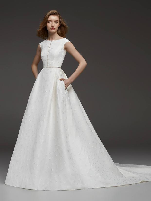 edc619114f9b The top wedding dress trends for 2019: The Fall/Winter Collections ...