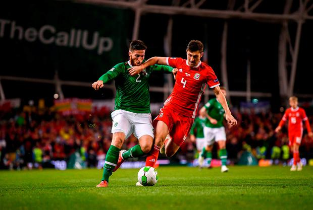 Matt Doherty and Ben Davies battle for possession. Photo: Stephen McCarthy/Sportsfile