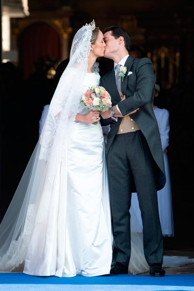 Duchess Sophie of Wurtemberg and Count Maximilien of Andigne share a kiss as they leave the Saint-Quirin church after their wedding¬at the Castle of Tegernsee on October 20, 2018 in Tegernsee, Germany. (Photo by David Niviv®re/Getty Images)