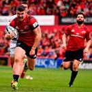 Sam Arnold on his way to scoring Munster's fourth try. Photo: Sam Barnes/Sportsfile