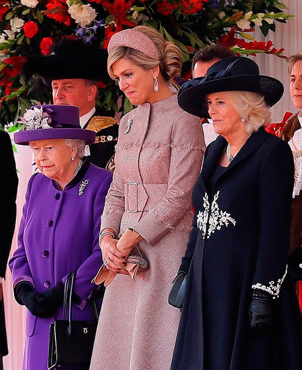 (L-R) Britain's Queen Elizabeth II, Queen Maxima of the Netherlands, and Britain's Camilla, Duchess of Cornwall (R) stand together during a Ceremonial Welcome on Horse Guards Parade in London on October 23, 2018, at the start of the Dutch King and Queen's two-day state visit. (Photo by Christopher Furlong / POOL / AFP)