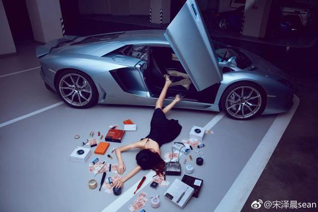 [PICTURES] Bizarre social media challenge sees people 'flaunting their wealth'
