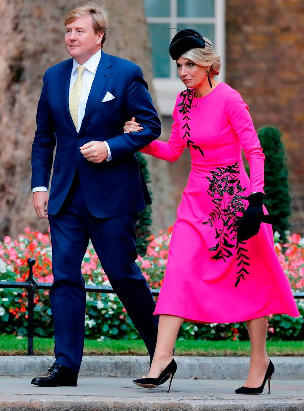 King Willem-Alexander (L) and Queen Maxima arrive in Downing Street in London on October 24, 2018, ahead of a lunch with Britain's Prime Minister Theresa May on the second day of the Dutch King and Queen's two-day state visit. (Photo by Tolga AKMEN / AFP)