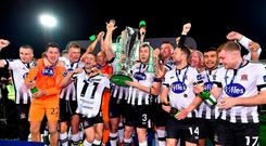 Dundalk players celebrate with the trophy following the SSE Airtricity League Premier Division following the SSE Airtricity League Premier Division match between Dundalk and Sligo Rovers at Oriel Park in Dundalk, Louth. Photo by Seb Daly/Sportsfile