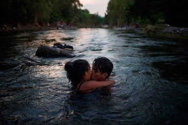 Cleaning up: Migrants kiss while bathing in a river in Tapanatepec. Photo: REUTERS/Adrees Latif