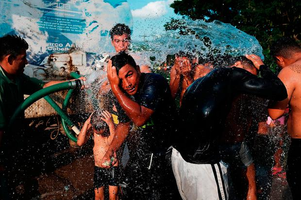 Men and boys wash as members of the Central American caravan settle in for the night on November 01, 2018 in Matias Romero Avendando, Mexico. Photo: Spencer Platt/Getty Images