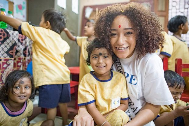 All smiles: Rose of Tralee Kirsten Mate Maher with children at a slum near Bhagar dump in Kolkata. Photo: Arthur Carron.