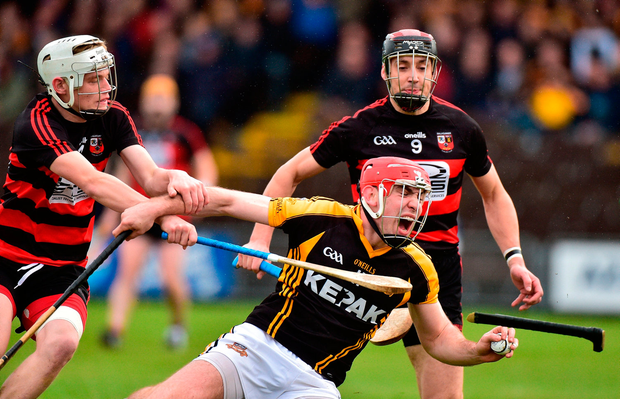 Niall Deasy of Ballyea in action against Mikey Mahony ,left, and Shane O'Sullivan of Ballygunner. Photo: Matt Browne/Sportsfile