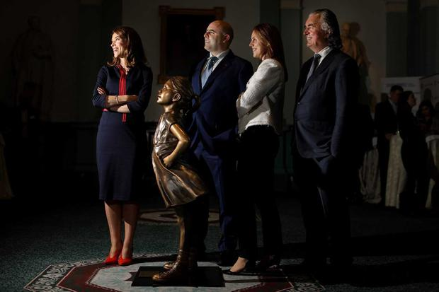 L to R; Pictured at the launch of the SIF Ireland Responsible Investment: State of Play Report 2018, with 'Fearless Girl' in attendance, are: Ann Prendergast, Head of State Street Global Advisors Ireland; Stephen Nolan, CEO Sustainable Nation Ireland; Sandra Rockett, Director of Wealth and Corporate Distribution, Irish Life Investment Managers; Terence O'Rourke, chairman Sustainable & Responsible Investment Forum (SIF). Fearless Girl was commissioned by State Street Global Advisors and sculpted by Kristen Visbal.