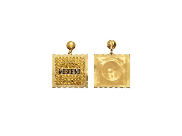 Gold earrings, 39,99 € H & M x Moschino