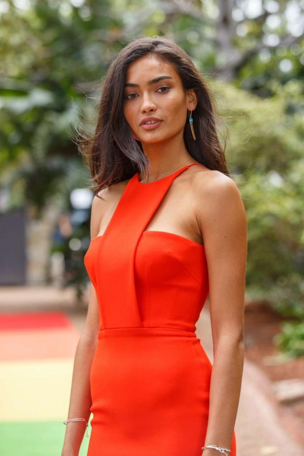 Kelly-Gale_-Swarovski-Rainbow-Paradise-SS-2018-Collection--21-662x993.jpg